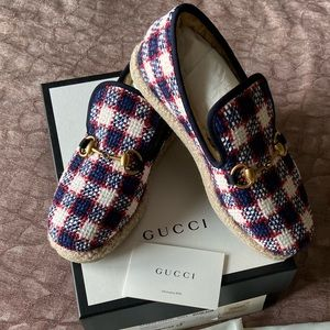 GUCCI HORSEBIT WHITE AND BLUE TWEED LOAFERS